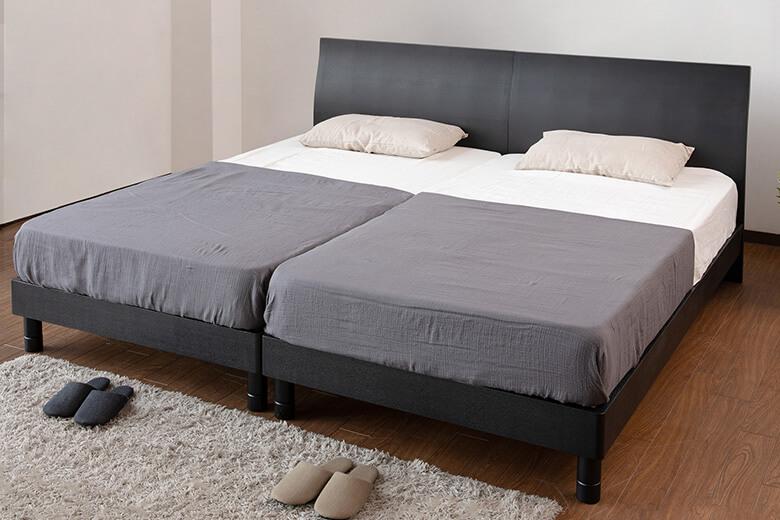 シンプルでモノトーンな色合いが大人の寝室を演出する木製ベッド ワイドキングサイズ カルディナ(ブラック)