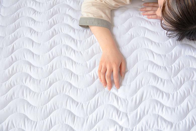 毎日気軽に洗って使えるウォッシャブルなベッドパッドです。