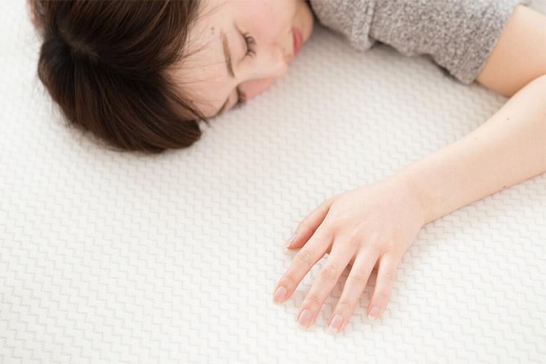 汗を吸い背中の下をいつも快適にしてくれるオールシーズン使えるベッドパッドです。