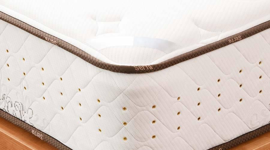 マットレスの側面には内部にこもりがちな湿気を放出させるため、3列のエアーレットを設けています