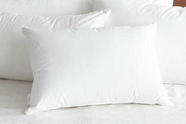 ベーシック枕は選別された上質な水鳥の羽を100%使用した、ふっくらとボリューム感のあるスタンダードな枕です。